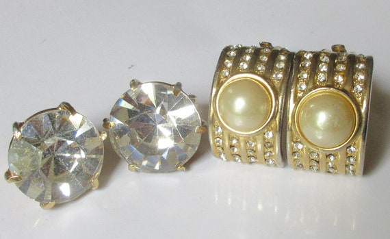 Vintage Signed Vogue Lapis Blue Round Stones /& Rhinestones Earrings
