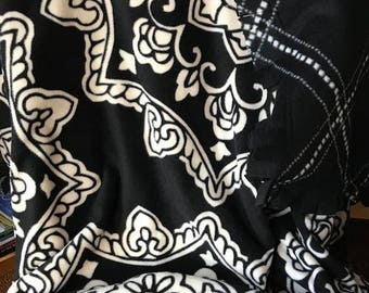 XL Black and White Fleece Throw