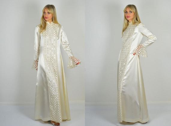 Vintage 1970s Ivory Satin Lace Long Sleeve Wedding