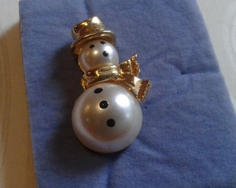 and Painted Face Clutch Pin Goldtone and Faux Pearl Skating Snowwoman with Bow Scarf