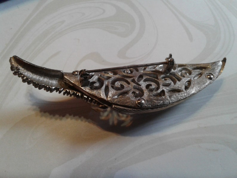 Midcentury Large Dimensional Folded Leaf Brooch with Filigree Cutout in Silvertone