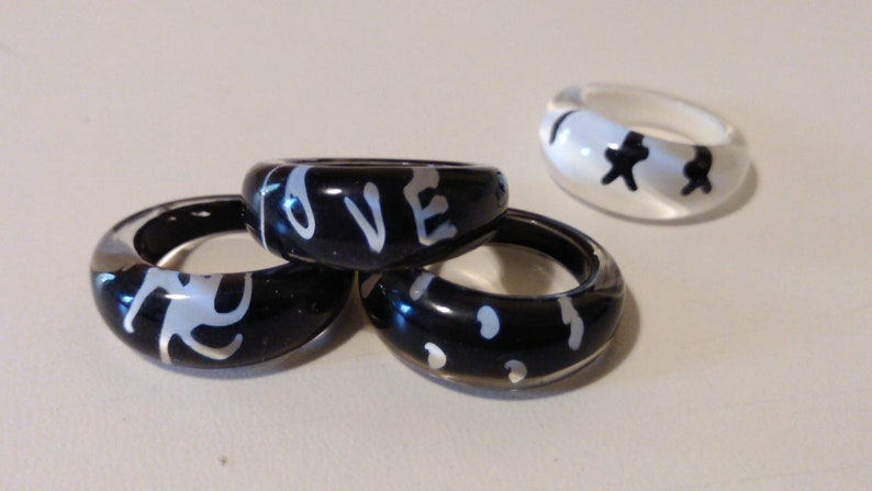Black /& White Acrylic Children/'s Ring