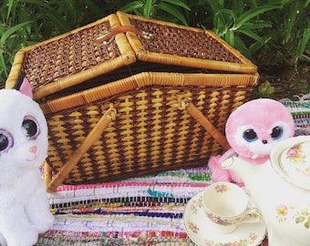 Available again! Vintage picnic basket