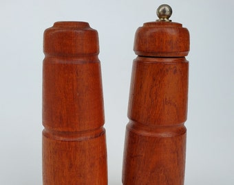 Vintage MCM Teak Wood S and P Salt /& Pepper Shakers with Plastic Stoppers