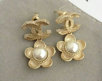 Gold golden CC earrings flower