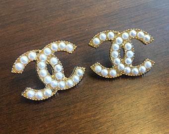 Gold CC earrings gold golden pearls white