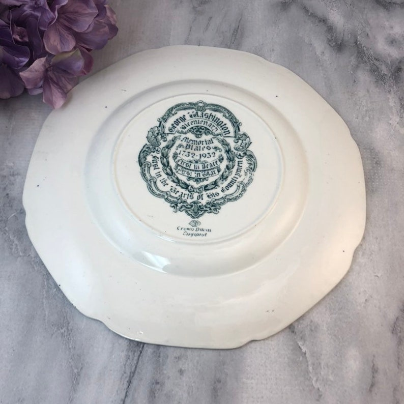 Crown Ducal George Washington and His Mother 10.5 Dinner Scalloped Plate Blue and White Exec Cond Bicentinerary 1732-1972