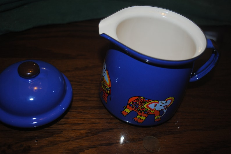 Saman Best Blue Personal Tea Pot With Lid and Images of Elephants on it