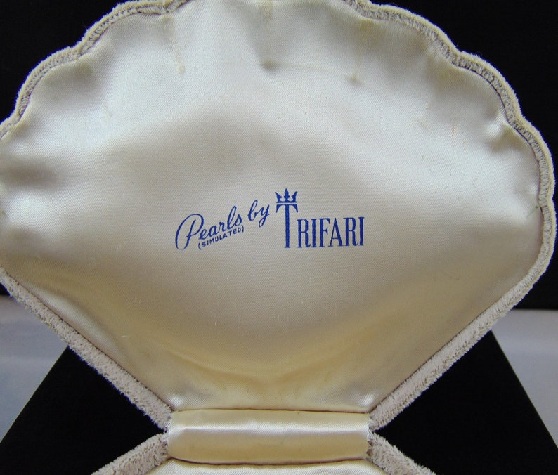 Pend Vintage Signed Crown Trifari Pat Expandable Dog Collar Pearl Necklace with Fancy Rhinestone Clasp and Original Clamshell Box