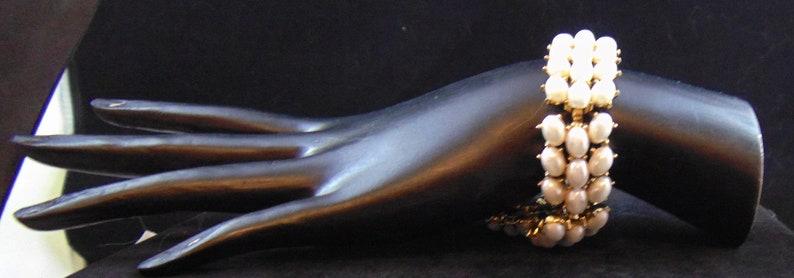 Vintage Signed Trifari \u00a9 Oval Cabochon Glass Pearl Link Bracelet Goldtone