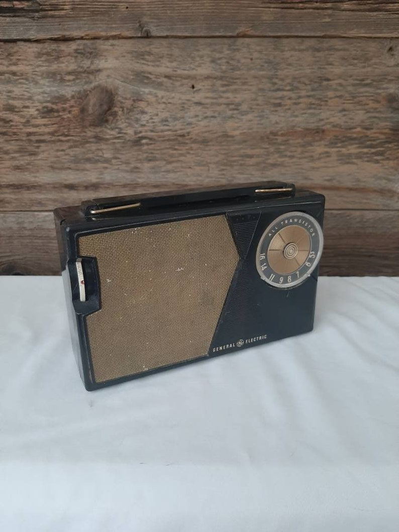 Mid Century General Electric Transistor Radio