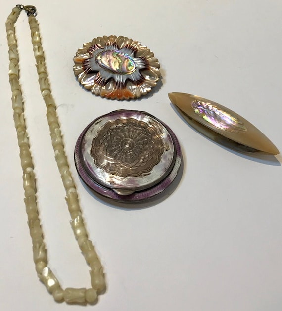 Vintage Antique 1940's MOP Mother of Pearl Compact