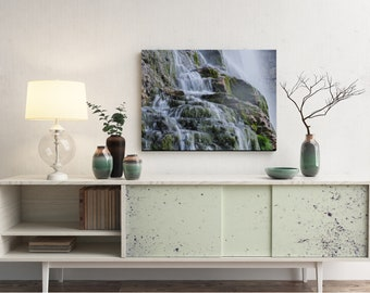 Dreamy upclose waterfall landscape (Print)