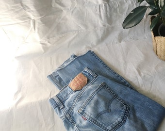 Vintage Distressed Levi's 514 Size 32 / 25 Unisex High waisted Denim / Boyfriend Style / Raw Cut Hem
