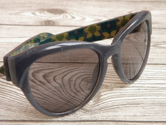 Vintage sunglasses Fossil, Gray Sunglasses Fossil with Frames of Flowers, Retro Old Glasses Fossil