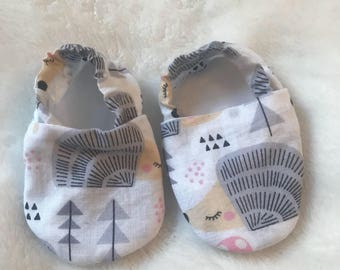 Hedgehog print baby shoes / slippers