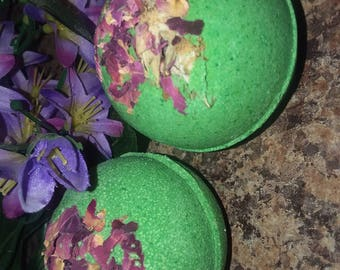 Enchanted garden bath bomb