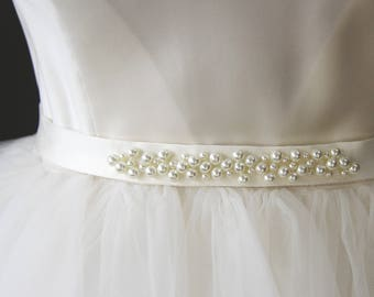 Satin vintage bridal sash, ivory vintage bridal belt, vintage wedding sash, wedding belt pearls, bridesmaid belt, bridesmaid sash pearls.