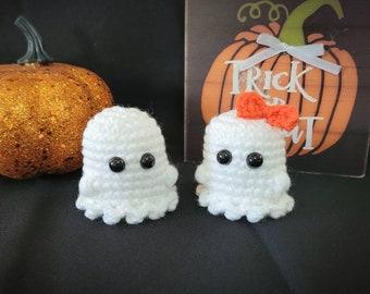 Little Crochet Ghost, Halloween Amigurumi, Keychain, Plushie, Boo, Desk Buddy, Stuffed Pet, Cute Pocket Ghost, Shelf Decor, Party Favors
