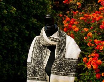 Monotone embroidered wrap