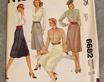 Misses Skirts Sewing Pattern / 70s Vintage Skirt w/Inverted Pleats / Size 16, Waist 30 / McCalls 6682