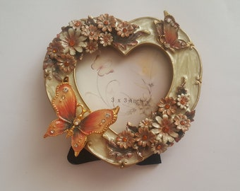 Nostalgic heartshaped Picture Frame with Butterfly and Flower Ornaments, Vintage Style