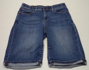 Vintage Levi's 525 Perfect Waist size 6  Bermuda Shorts    #89