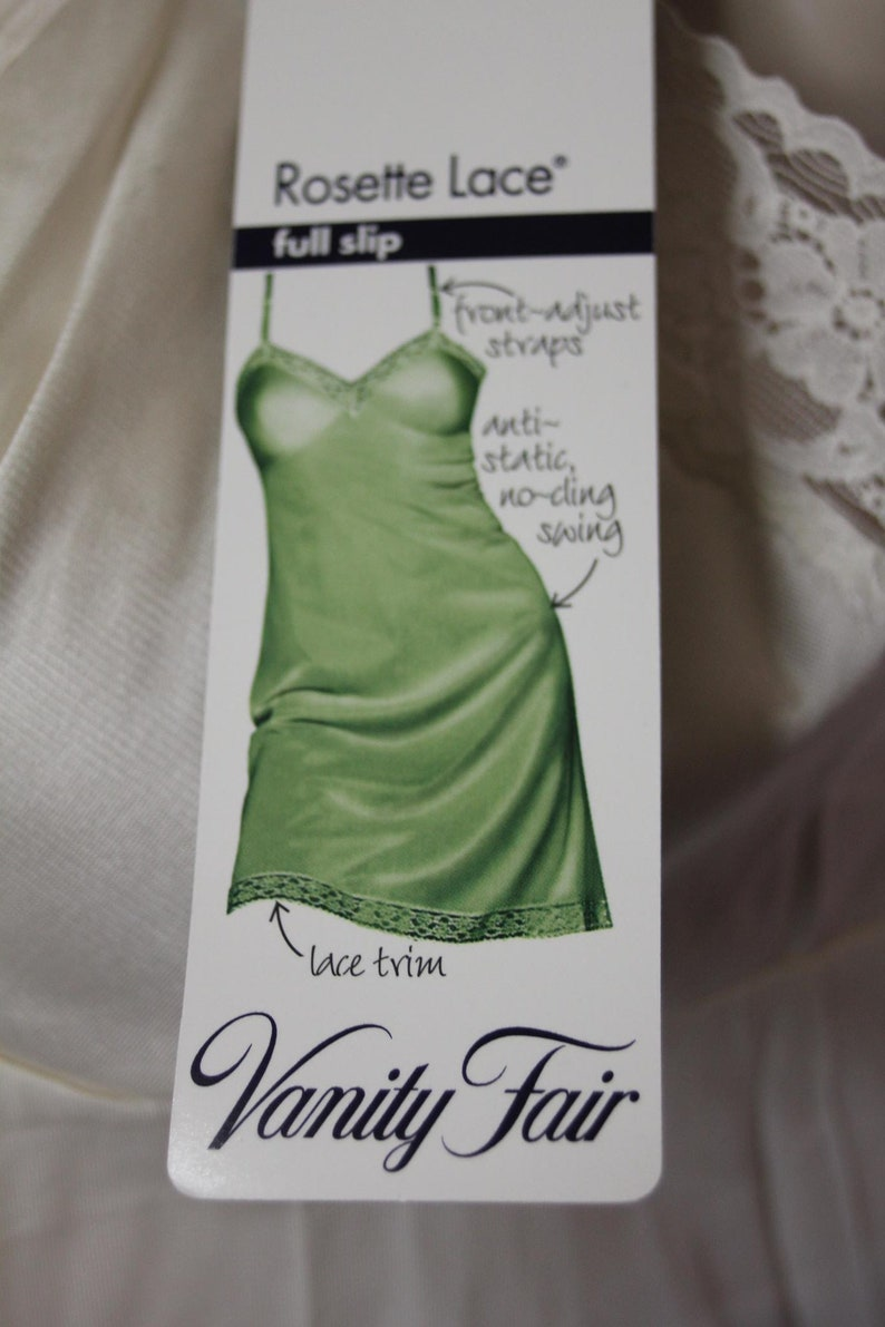 NWT Vanity Fair Ivory Rosette Slip Size 34 USA