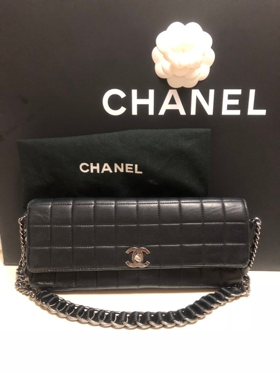 353666363d39 Authentic Vintage CHANEL CC Logo Quilted Black Leather