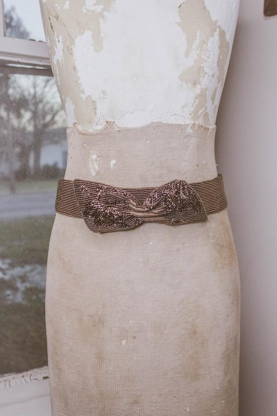 1940's Beautiful Beaded Bow Belt - image 2