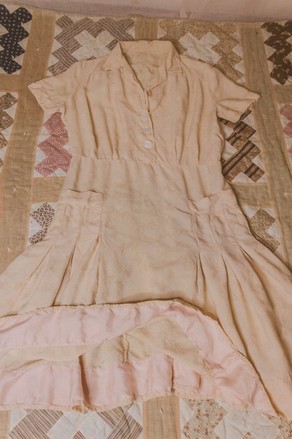 Early 1940's rayon dress with faux pockets - image 9