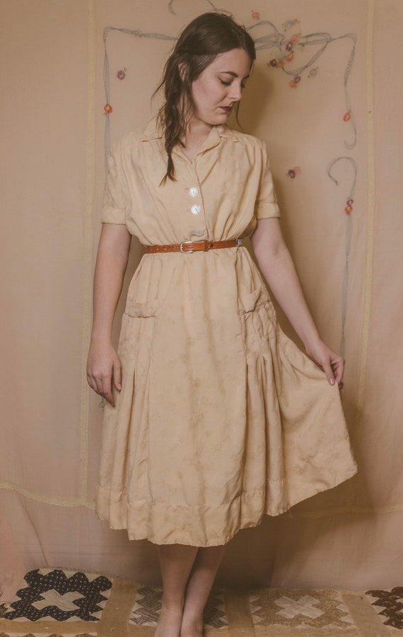 Early 1940's rayon dress with faux pockets - image 3