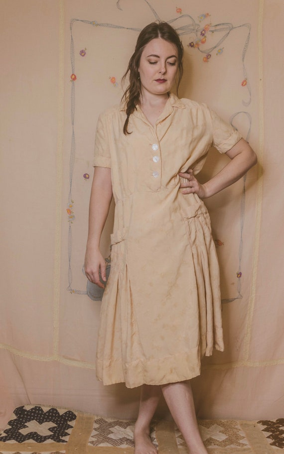 Early 1940's rayon dress with faux pockets - image 2