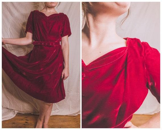 1960's lavish red velvet dress with sweetheart nec
