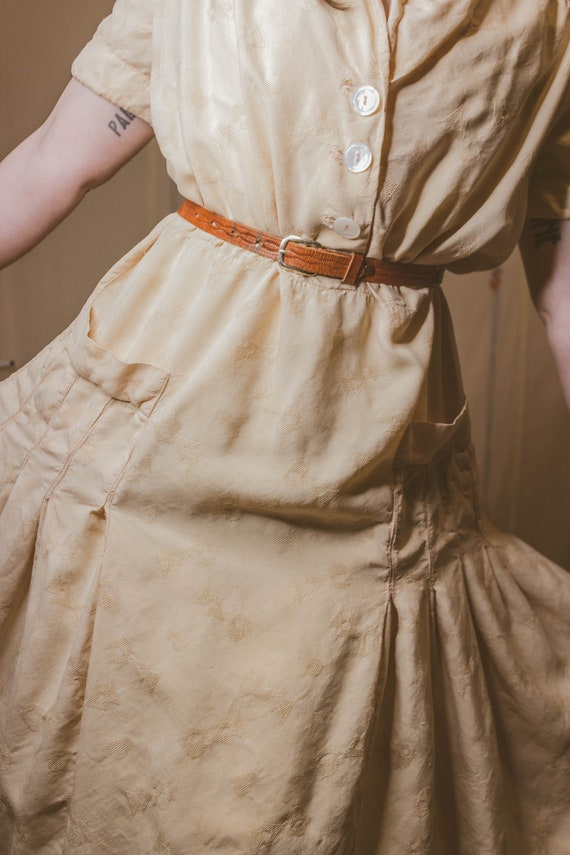 Early 1940's rayon dress with faux pockets - image 6