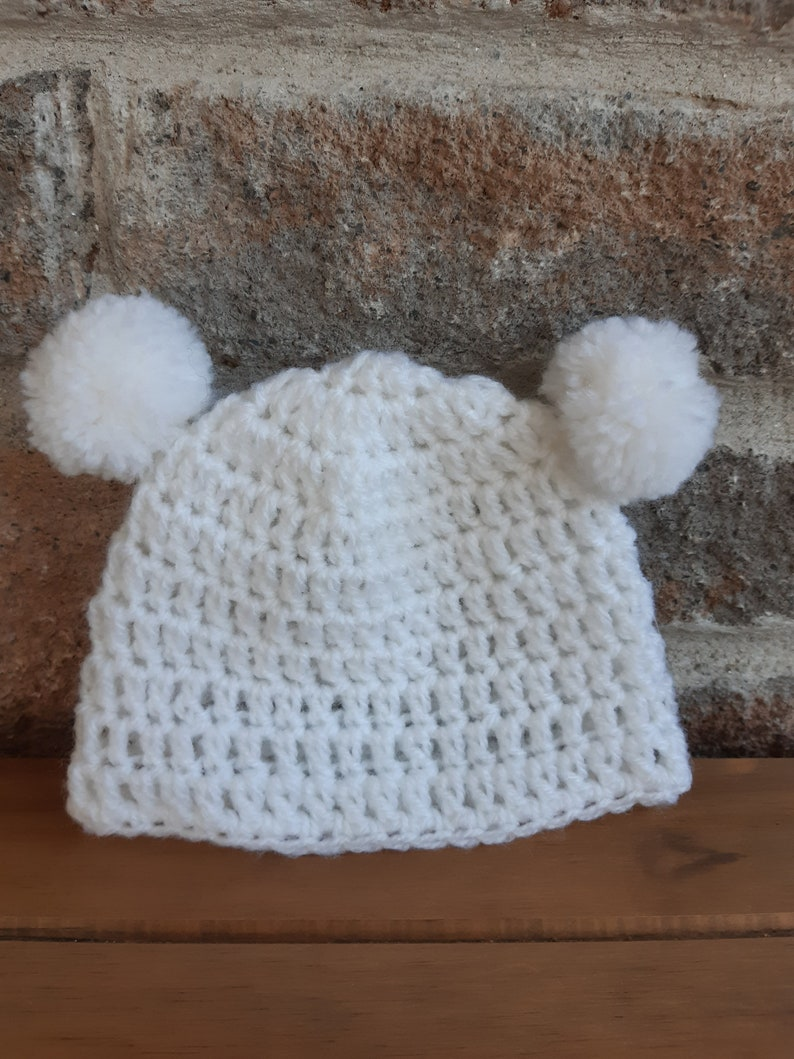 newborn gift baby gift set Baby hat and booties baby pompom hat crochet hat white hat and booties handmade gift crochet booties