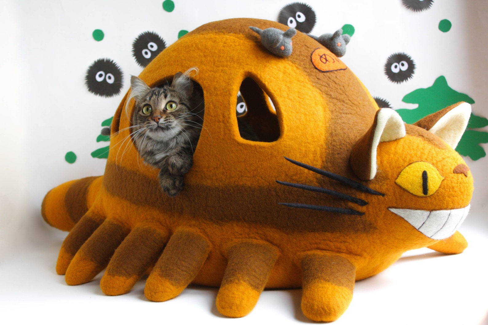 Cat bed Catbus, cat cave Nekobasu