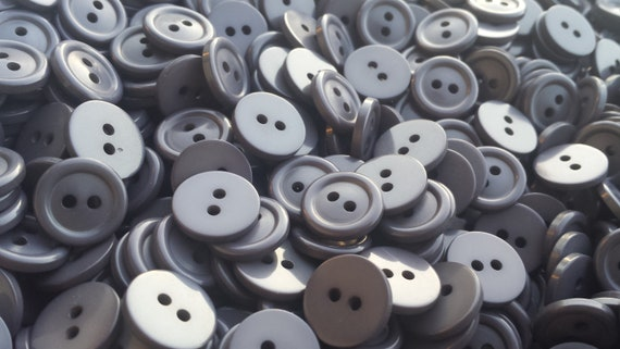PACKET OF 20 x WHITE RESIN 15MM ROUND FLAT BACK 4-HOLED SEW ON BUTTONS