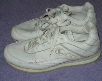 a0f7c819257 Champion white leather dad tennis shoes skeakers 90s 2000s Distressed  VINTAGE US 9 EUR 42