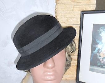 Black cap of felt velor. Vintage velvet hat. Women's evening hat.  Оld hat 50 -60 х