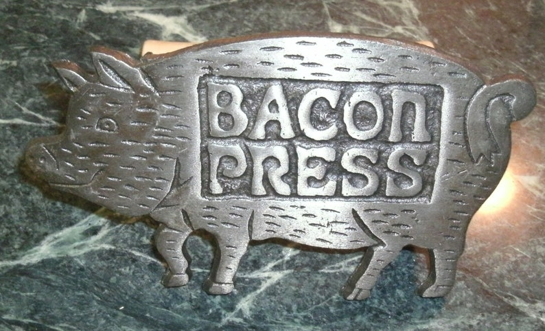 Cast Iron Bacon Press Figural Pig Vintage Meat to Pan Cooking Frying Flattener ~ Farm Charm Smiling Hog Kitchen Gadget Possibly Not Used