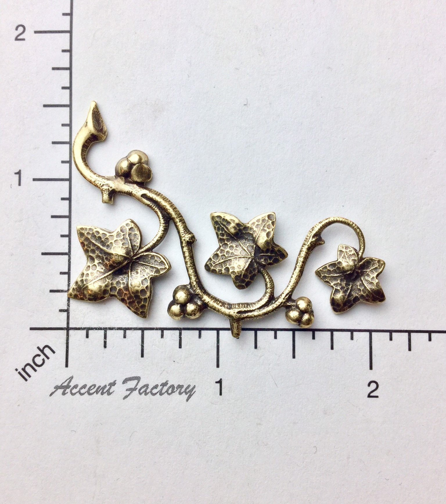 33233- Victorian Ivy Leaf Spray Jewelry Finding BRASS Ox