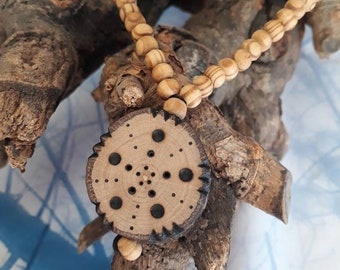 Real wood necklace with pendant