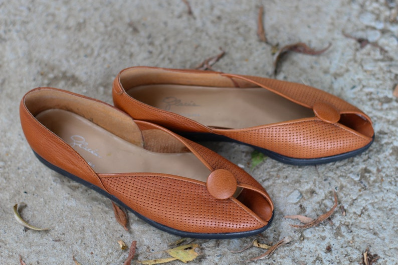 3856735a6210 Vintage brown leather flat sandals Leather women flats made