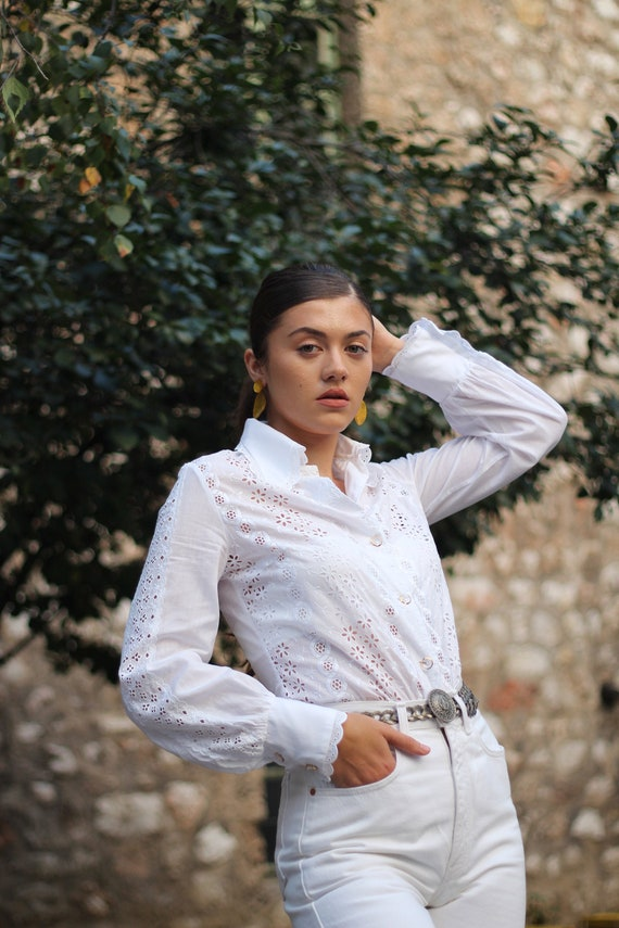 Vintage 70s white cotton embroidered blouse Dagger