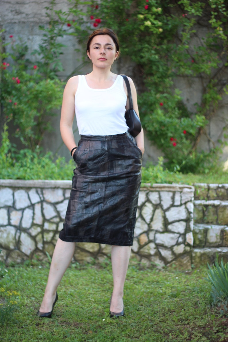 Vintage 80s Black Leather Pencil Patchwork Skirt with Pockets High Waisted Slit Pencil Skirt Embossed Leather Skirt size M