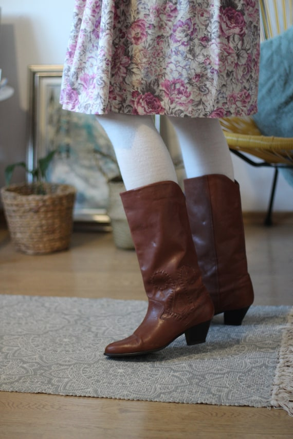 Vintage 80s leather low heel slouchy cowboy boots