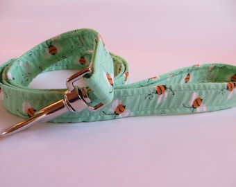 Mint Bumble Bee Clip Dog Lead