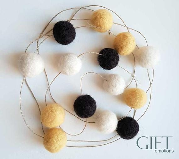 laine feutre ball guirlande guirlande de pom pom pastel etsy. Black Bedroom Furniture Sets. Home Design Ideas