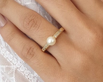 106f4314cd346 Solitaire pearl ring   Etsy